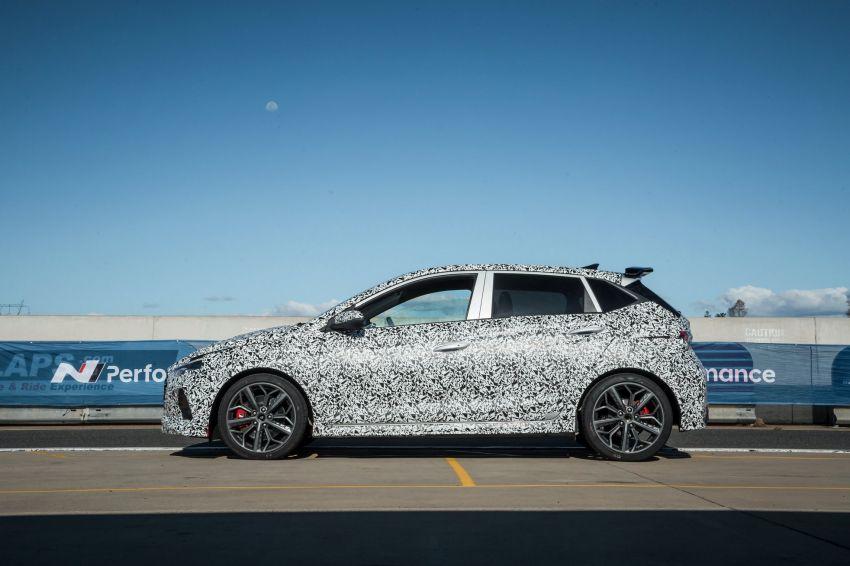 Hyundai i20 N – <em>teaser</em> disiar, sah 1.6L Turbo berkuasa 204 PS dan tork 275 Nm, kotak gear manual 6-kelajuan Image #1189260