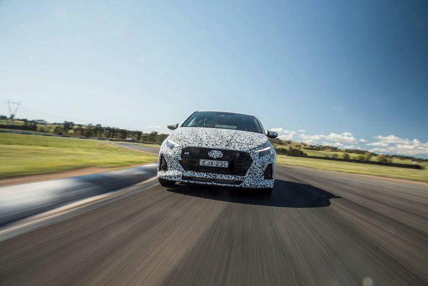 Hyundai i20 N – <em>teaser</em> disiar, sah 1.6L Turbo berkuasa 204 PS dan tork 275 Nm, kotak gear manual 6-kelajuan Image #1189259