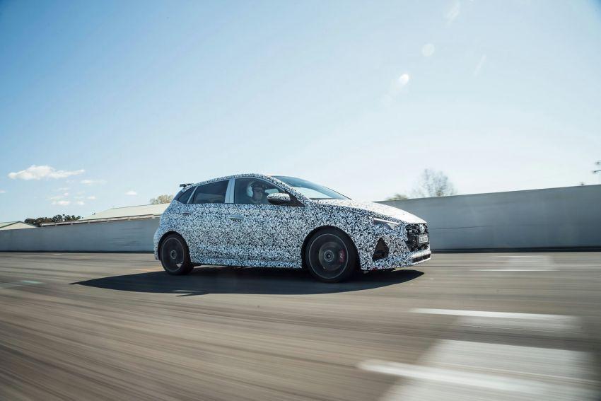 Hyundai i20 N – <em>teaser</em> disiar, sah 1.6L Turbo berkuasa 204 PS dan tork 275 Nm, kotak gear manual 6-kelajuan Image #1189254