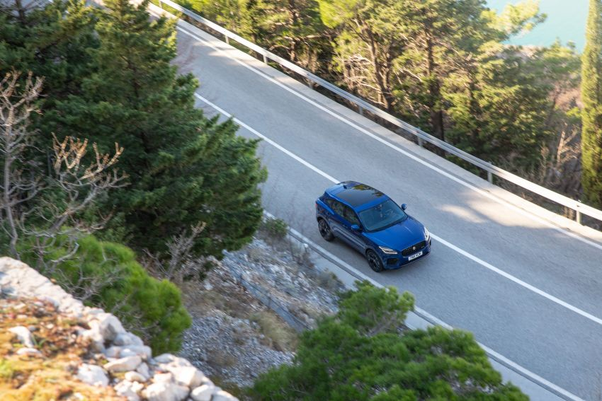 2021 Jaguar E-Pace – 309 PS 1.5L three-cylinder PHEV, 1.5L and 2.0L MHEVs; revised exterior and interior Image #1200936