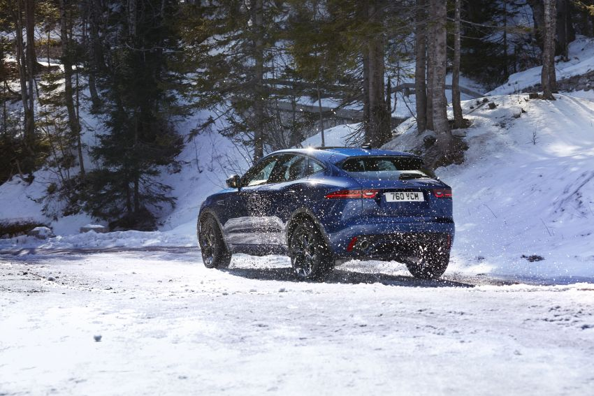 2021 Jaguar E-Pace – 309 PS 1.5L three-cylinder PHEV, 1.5L and 2.0L MHEVs; revised exterior and interior Image #1200926