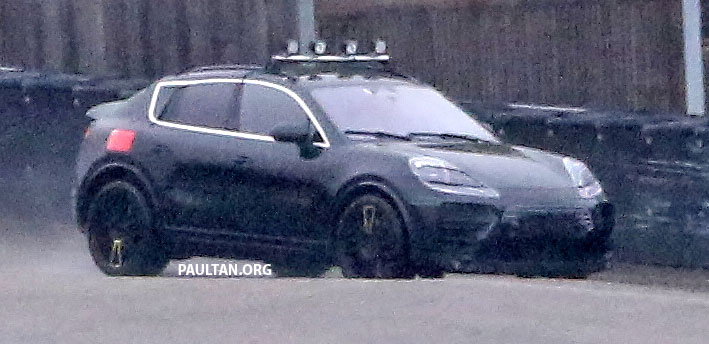 SPYSHOTS: All-electric Porsche Macan spotted testing Image #1195744