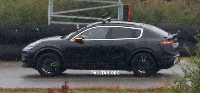 SPYSHOTS: All-electric Porsche Macan spotted testing Image #1195743