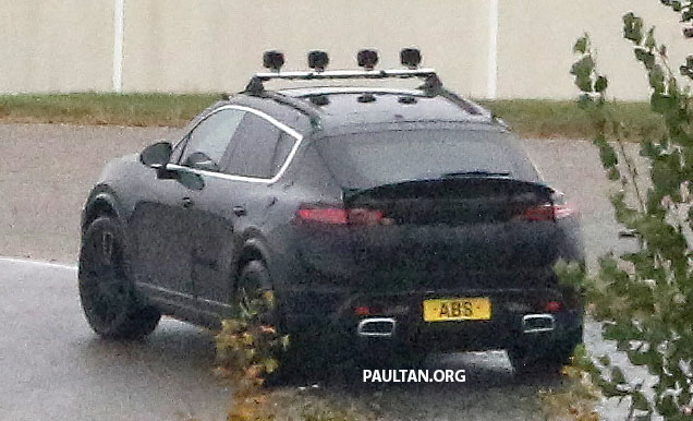 SPYSHOTS: All-electric Porsche Macan spotted testing Image #1195738