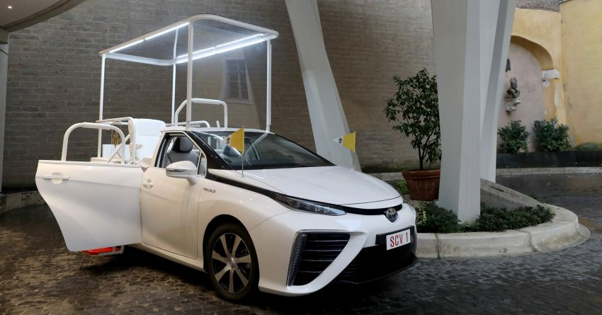 Toyota Mirai hydrogen FCEV is the latest popemobile Image #1194466