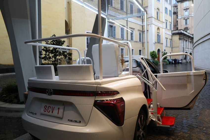Toyota Mirai hydrogen FCEV is the latest popemobile Image #1194468