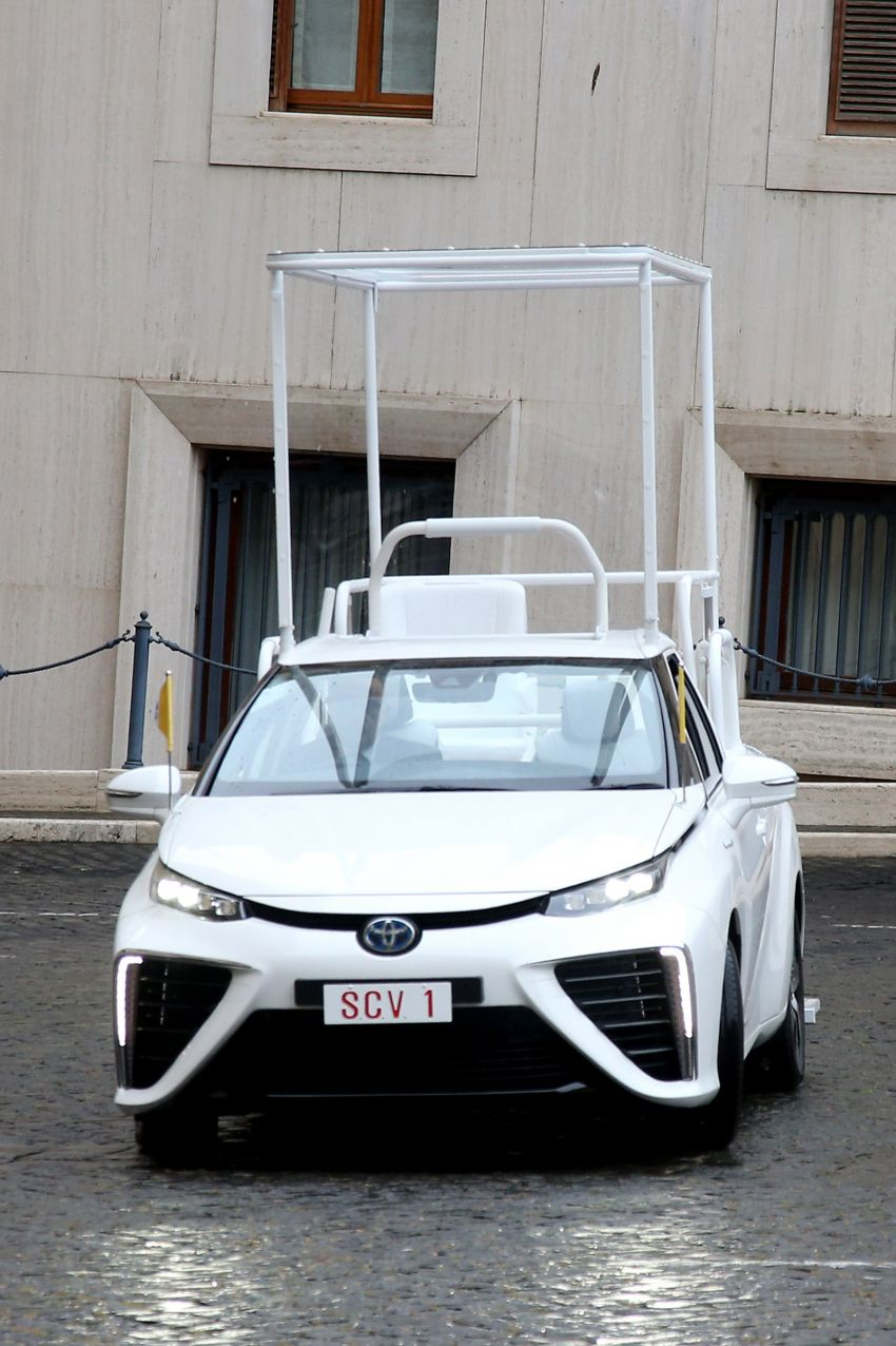 Toyota Mirai hydrogen FCEV is the latest popemobile Image #1194472