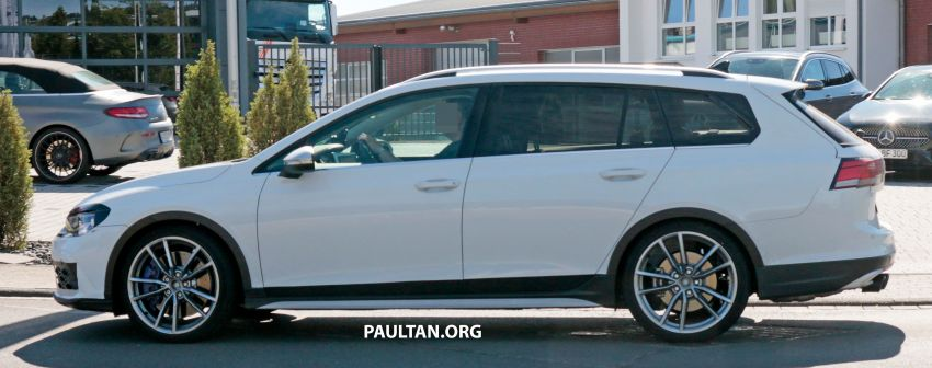 Volkswagen Golf R Mk8 teased ahead of Nov 4 debut Image #1194240