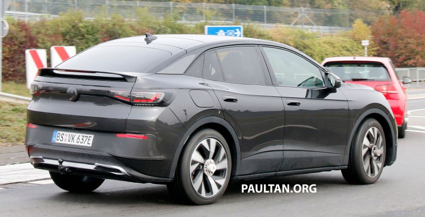 SPYSHOTS: Volkswagen ID.4 coupe/ID.5 seen testing Image #1194556