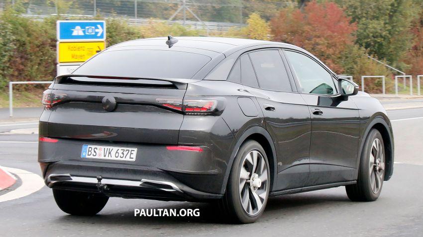 SPYSHOTS: Volkswagen ID.4 coupe/ID.5 seen testing Image #1194555
