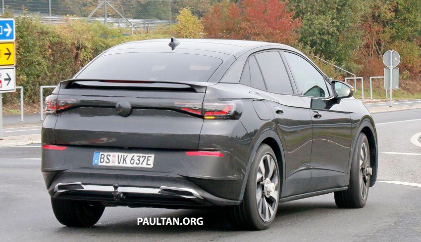 SPYSHOTS: Volkswagen ID.4 coupe/ID.5 seen testing Image #1194554