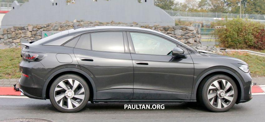 SPYSHOTS: Volkswagen ID.4 coupe/ID.5 seen testing Image #1194559