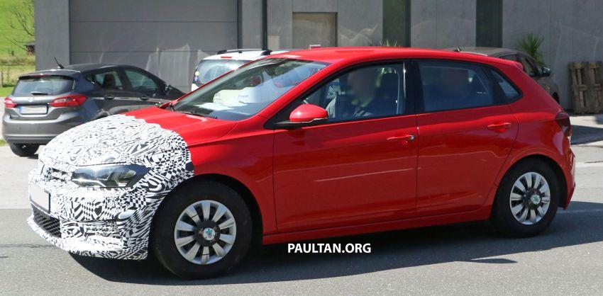 SPYSHOTS: Volkswagen Polo Mk6 facelift seen testing Image #1190070