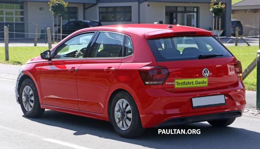 SPYSHOTS: Volkswagen Polo Mk6 facelift seen testing Image #1190073