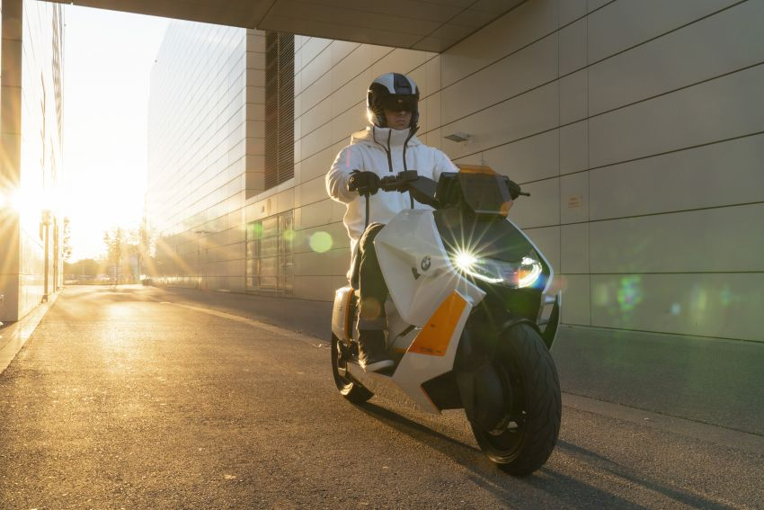 BMW Motorrad introduces Definition CE 04 e-scooter Image #1208031