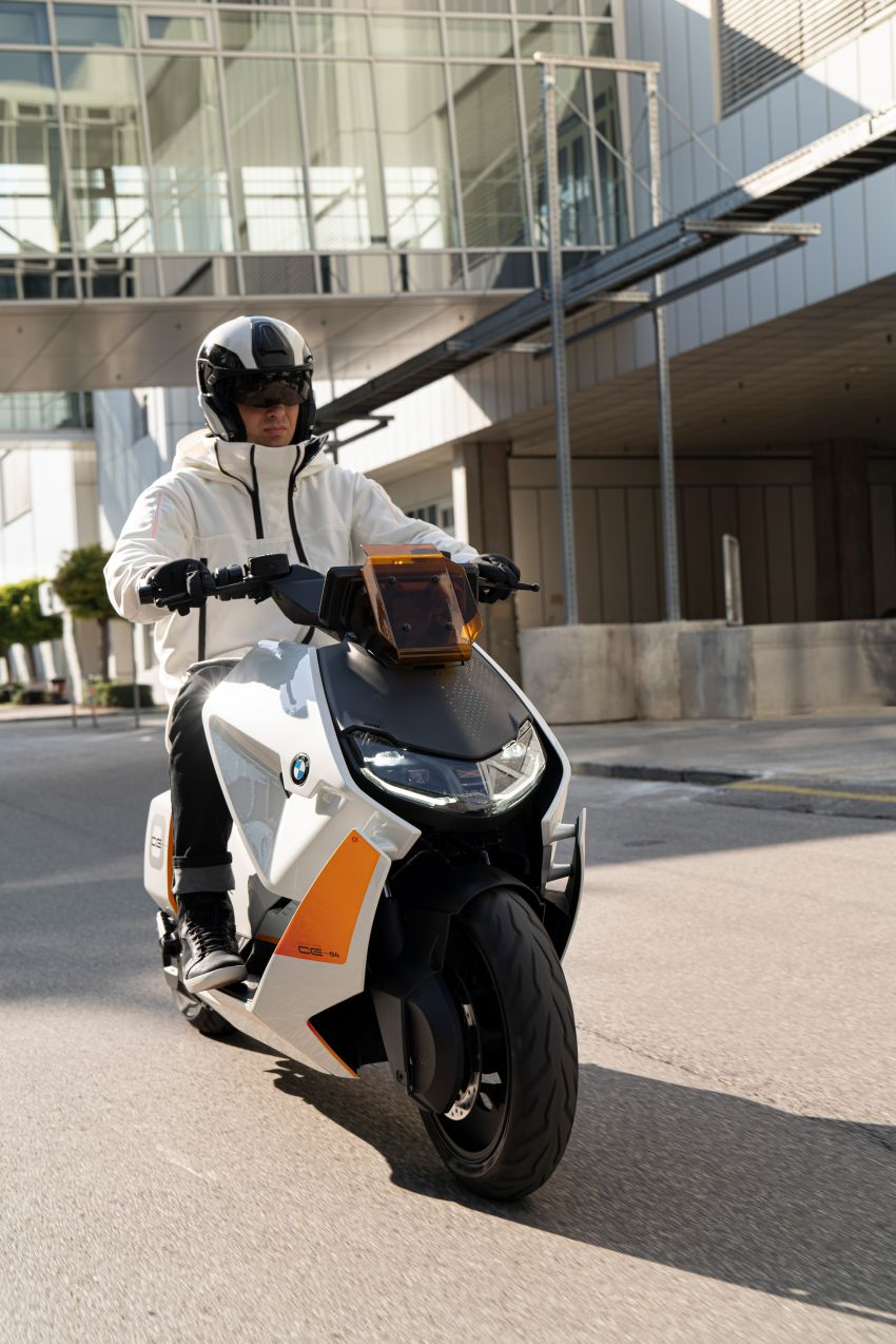 BMW Motorrad introduces Definition CE 04 e-scooter Image #1208042