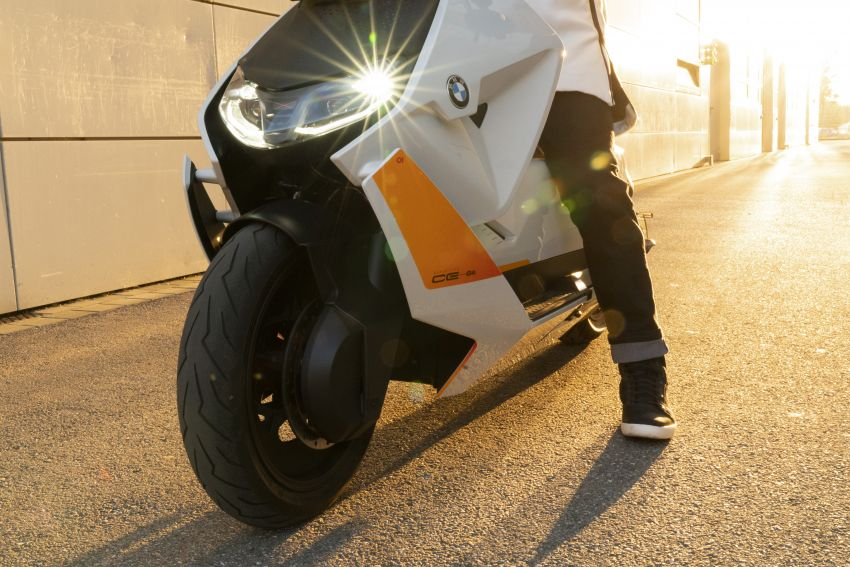 BMW Motorrad introduces Definition CE 04 e-scooter Image #1208034