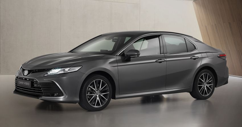 Toyota Camry Hybrid facelift debuts in Europe – larger infotainment display, expanded Toyota Safety Sense Image #1215390
