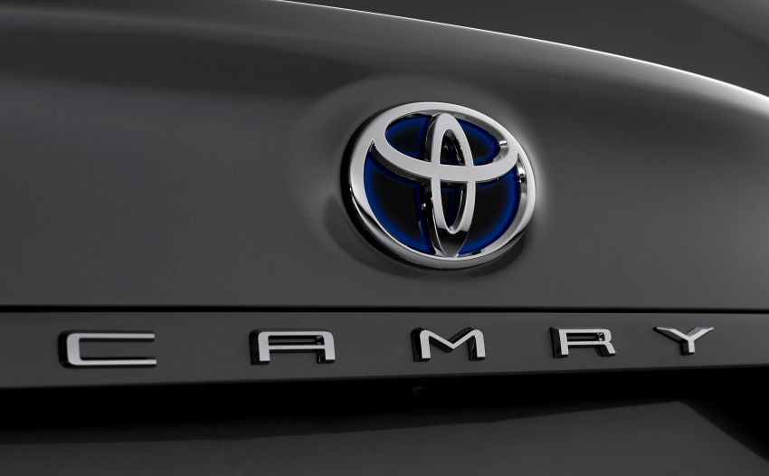 Toyota Camry Hybrid facelift debuts in Europe – larger infotainment display, expanded Toyota Safety Sense Image #1215379