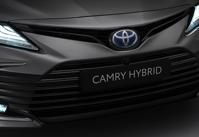 Toyota Camry Hybrid facelift debuts in Europe – larger infotainment display, expanded Toyota Safety Sense Image #1215381