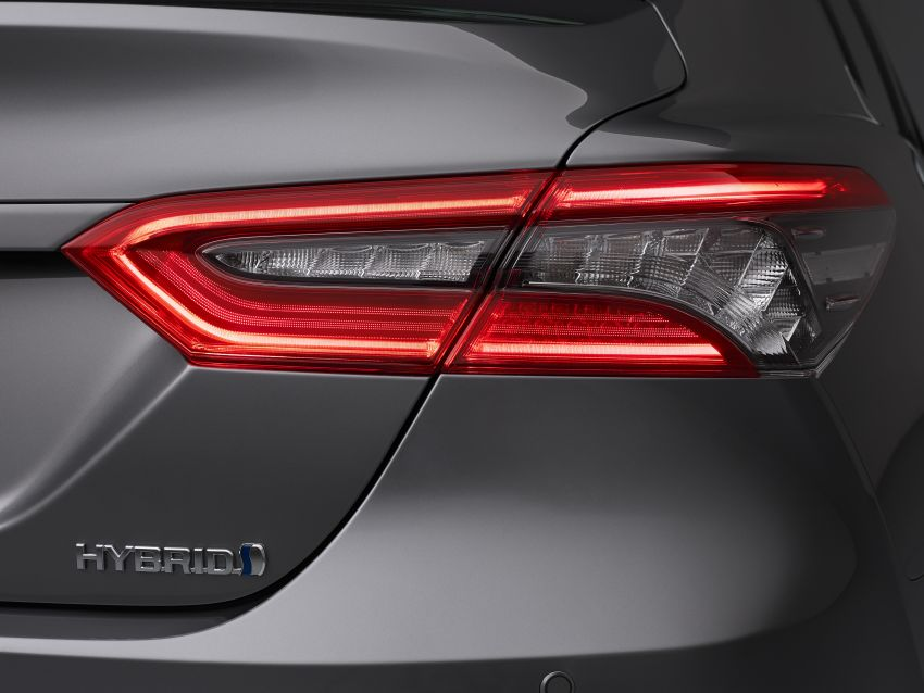 Toyota Camry Hybrid facelift debuts in Europe – larger infotainment display, expanded Toyota Safety Sense Image #1215375