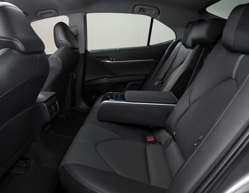 Toyota Camry Hybrid facelift debuts in Europe – larger infotainment display, expanded Toyota Safety Sense Image #1215372