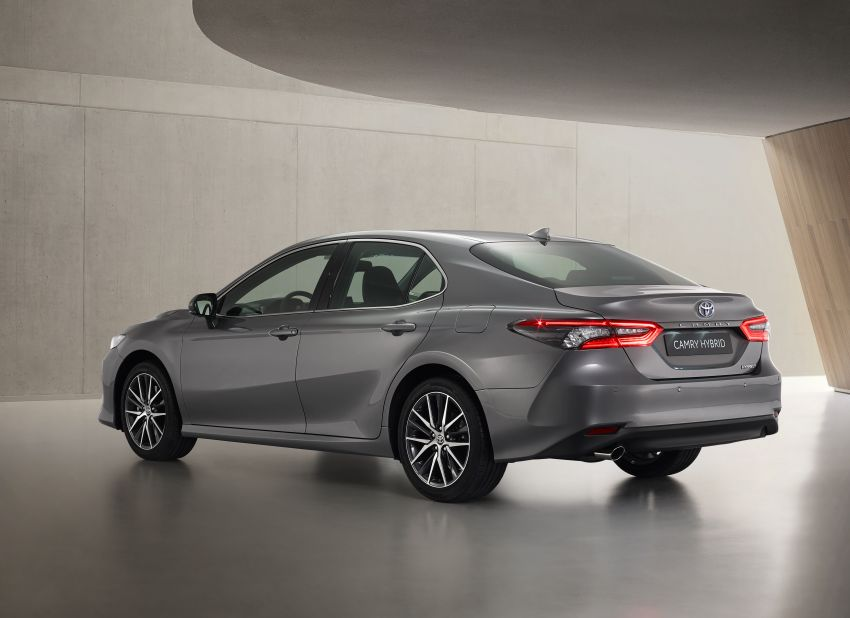 Toyota Camry Hybrid facelift debuts in Europe – larger infotainment display, expanded Toyota Safety Sense Image #1215385
