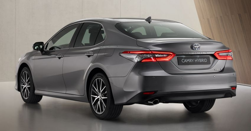 Toyota Camry Hybrid facelift debuts in Europe – larger infotainment display, expanded Toyota Safety Sense Image #1215386