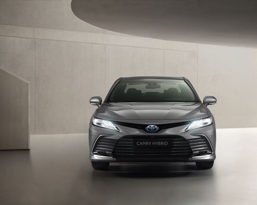 Toyota Camry Hybrid facelift debuts in Europe – larger infotainment display, expanded Toyota Safety Sense Image #1215388