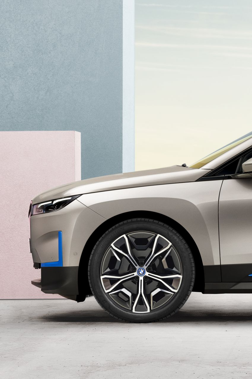 BMW iX revealed – iNEXT electric SUV gets a name and more than 500 PS, 600 km range; coming late-2021 Image #1208216