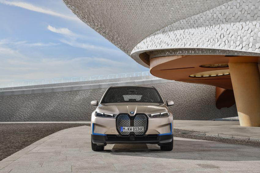 BMW iX revealed – iNEXT electric SUV gets a name and more than 500 PS, 600 km range; coming late-2021 Image #1208233