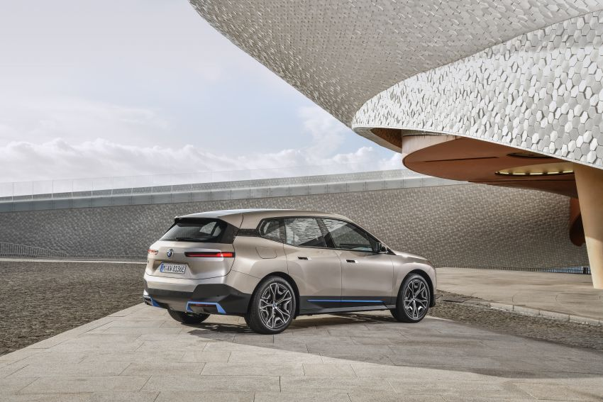 BMW iX revealed – iNEXT electric SUV gets a name and more than 500 PS, 600 km range; coming late-2021 Image #1208240