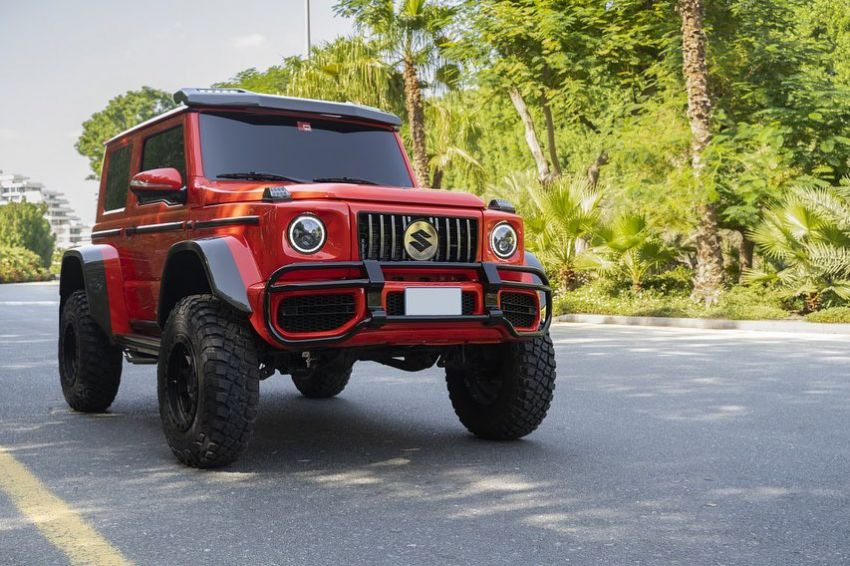 Suzuki Jimny with G-Class conversion kit takes on the Mercedes-Benz G500 4×4² – look at the size difference! Image #1218170