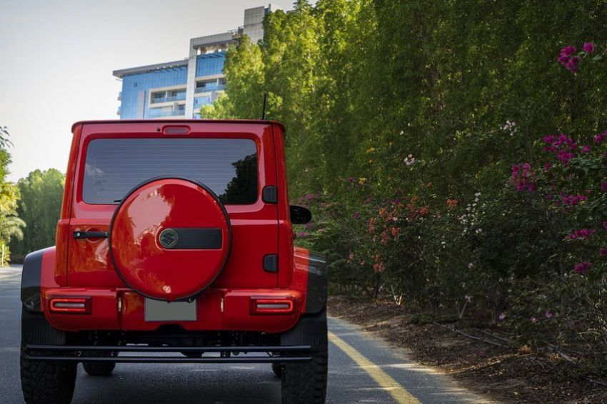 Suzuki Jimny with G-Class conversion kit takes on the Mercedes-Benz G500 4×4² – look at the size difference! Image #1218172
