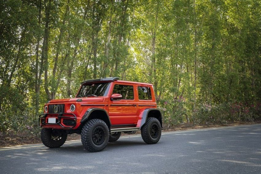 Suzuki Jimny with G-Class conversion kit takes on the Mercedes-Benz G500 4×4² – look at the size difference! Image #1218173