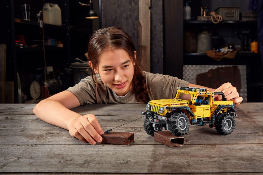 Lego Technic Jeep Wrangler Rubicon revealed – 665-piece set with articulating suspension and winch Image #1220654