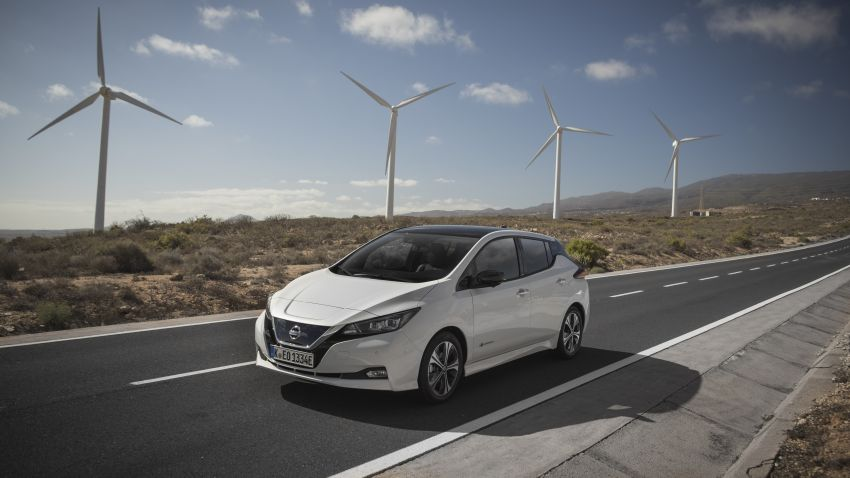 Nissan Leaf turns ten years old: over 500,000 EVs sold Image #1221053