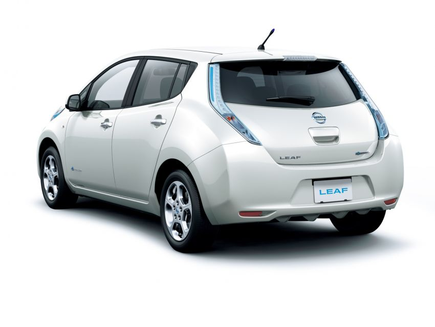 Nissan Leaf turns ten years old: over 500,000 EVs sold Image #1221060