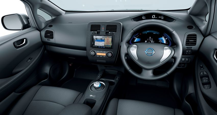Nissan Leaf turns ten years old: over 500,000 EVs sold Image #1221063