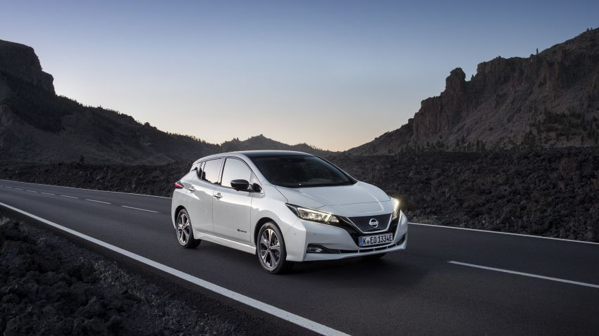 Nissan Leaf turns ten years old: over 500,000 EVs sold Image #1221074