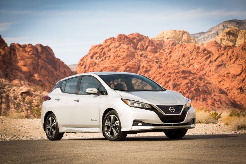 Nissan Leaf turns ten years old: over 500,000 EVs sold Image #1221076