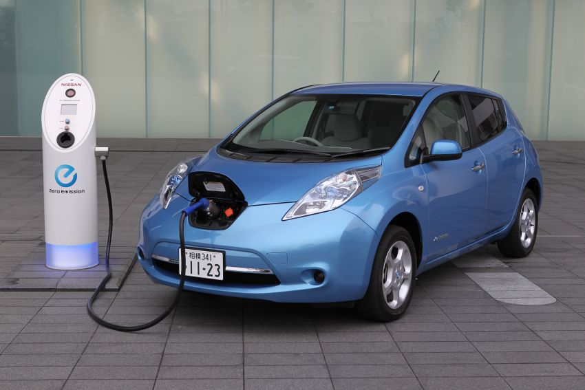 Nissan Leaf turns ten years old: over 500,000 EVs sold Image #1221080