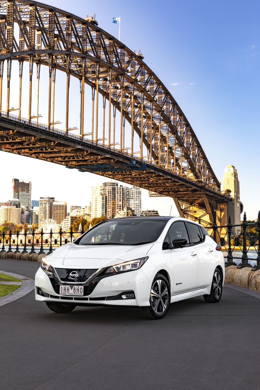 Nissan Leaf turns ten years old: over 500,000 EVs sold Image #1221082