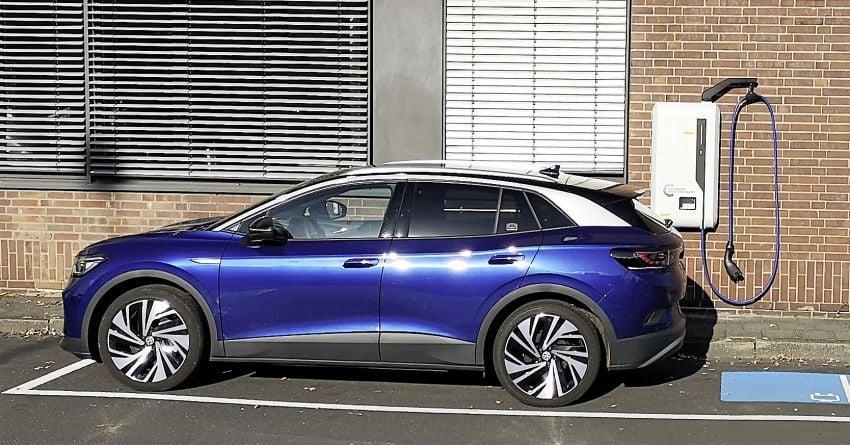 Volkswagen begins testing 22 kW DC wallbox chargers Image #1223170