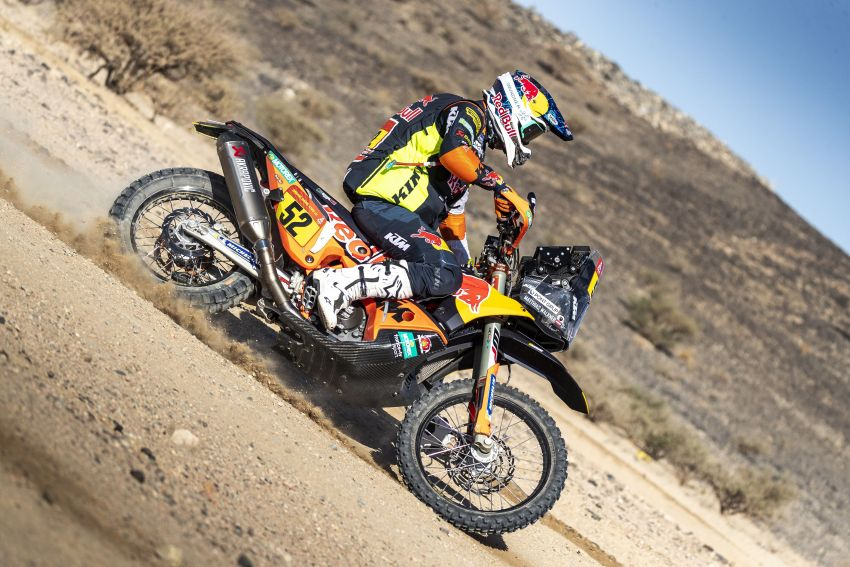 2021 Dakar Rally sees KTM's Toby Price lead the pack Image #1230429