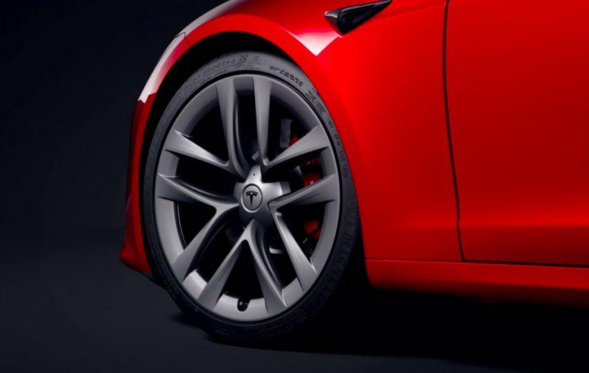 2021 Tesla Model S facelift – new interior with half-rim steering yoke, onboard gaming computer, 1,020 hp Image #1241439