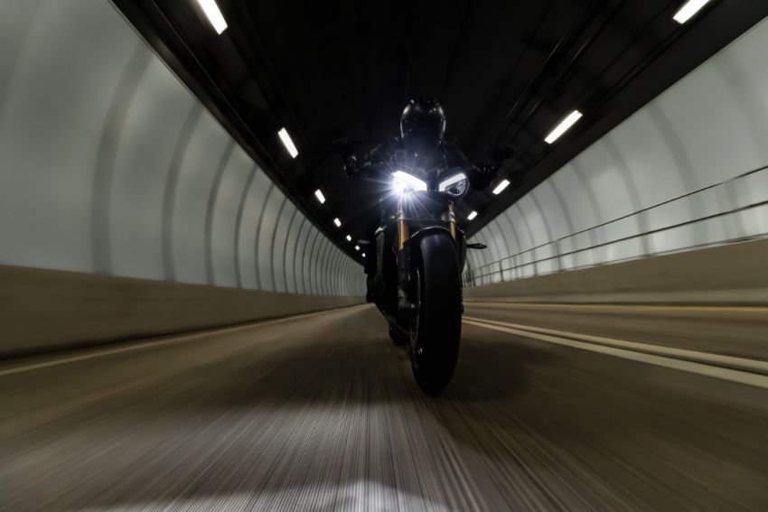 TEASER: 2021 Triumph Speed Triple 1200RS – Hinckley's big-bore naked sports to launch January 26 Image #1234071