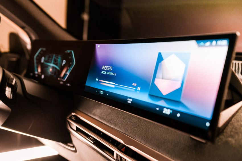 BMW previews next-generation iDrive system in the iX Image #1233809