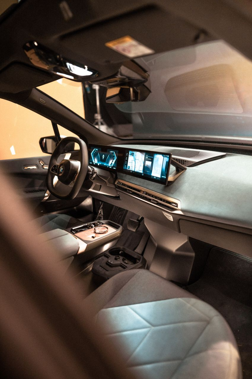 BMW previews next-generation iDrive system in the iX Image #1233812