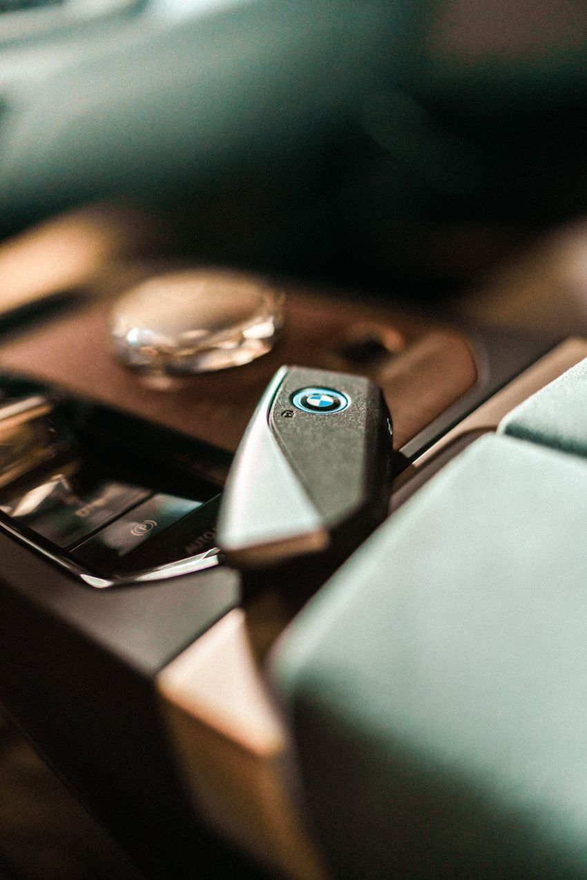 BMW previews next-generation iDrive system in the iX Image #1233813